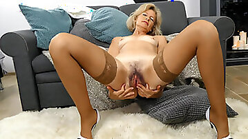 Mature mom Diana Gold fondles her sensitive clit