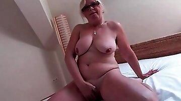 Glasses sight super-sexy on solo masturbating mature - mature sex