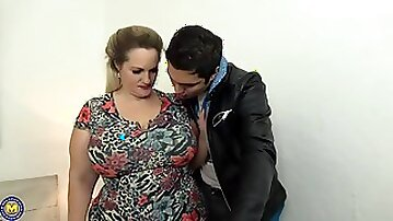 Chubby blonde cock teaser with big milk jugs got down and dirty with a tattooed guy
