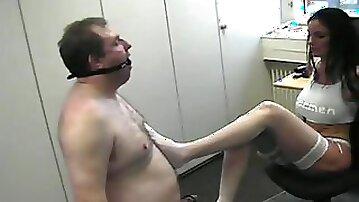 Mistress Kinky Carmen training her obedient slave