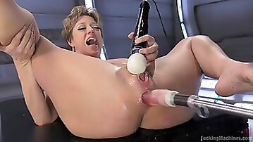 Fucking machine makes busty mom darling squirt hard