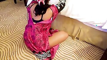 Pakistani milf in shalwar kameez with lover in hotel room