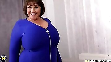 BBW MILF in blue dress show her huge tits and masturbating