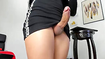 Samantha uber-sexy she-male camshow!