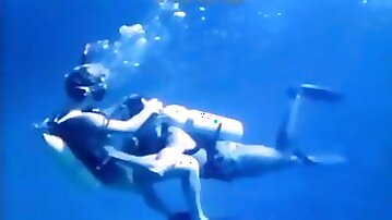 Lovely couple tries underwater sex for the very first time