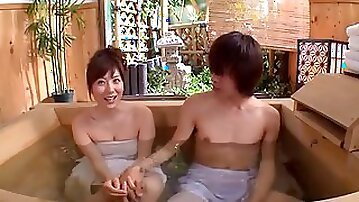 Asian cowgirl pussy throbbed hardcore while taking bath