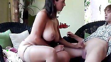 Stepmom Fucked on Webcam Girl Online Cam from a Young Guystepmom Fucked on Webcam Girl Online Cam FR