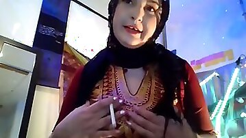 Arabic queen sexy stomach dancing undress tease and pole tricks, idolize this gigantic arab booty!
