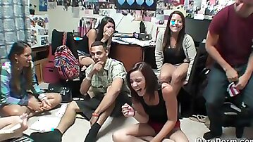 Bailey Rossi and Ella Woods share cock at a college dorm orgy
