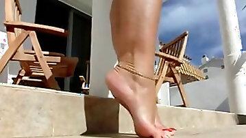 Female b super handsome soles