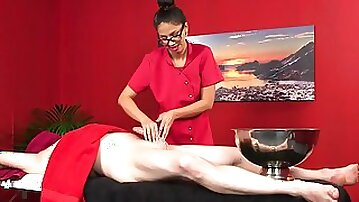Aroused masseuse sure wants to put her lips on that fine piece