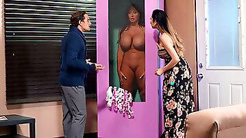Latina Sybil Stallone gives blowjob to Tyler Nixon