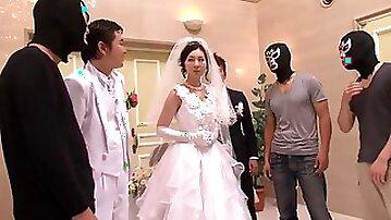 Yui Tatsumi Off-season Flowering Gangbang Wedding Aisle
