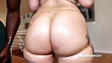 She has the fattest thickest booty in mexico santana red