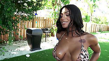 Tatted latina Sarai Minx sucks, slurps, chokes and gets titty fucked