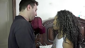 Dude penetrates his cute Ebony stepdaughter in the bed
