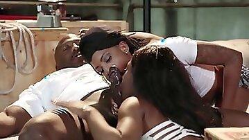 Insatiable black ladies are having a foursome