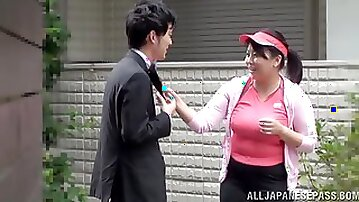 Chubby Japanese mom gets fucked in the missionary pose