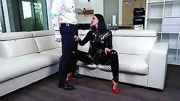 Kira Queen cheats on her husband with butler