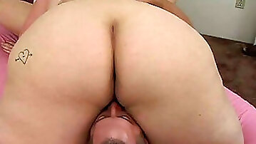 Brunette mom gets tongue fucked in pose 69