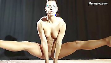 Flamboyant babe from Russia goes naked and exposes her muscular body