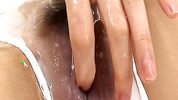 Wet Asian slut Ageha Kinashita examines her very juicy cunt