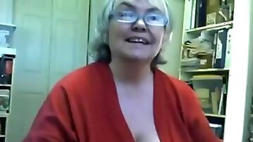 Chunky saggy granny undresses and masturbates on livecam