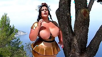Huge tits german milf gives head and pearl necklace in retro dress