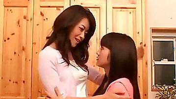Asian lezzies kiss - Maki Hojo