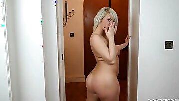 Curvy ass hottie models all her sexy lingerie